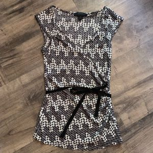 Bebe patterned v neck blouse with tie waist